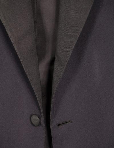 abiti-giacca-grigio-scuro-dettaglio