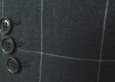 abiti-giacca-nero-bottoni-dett