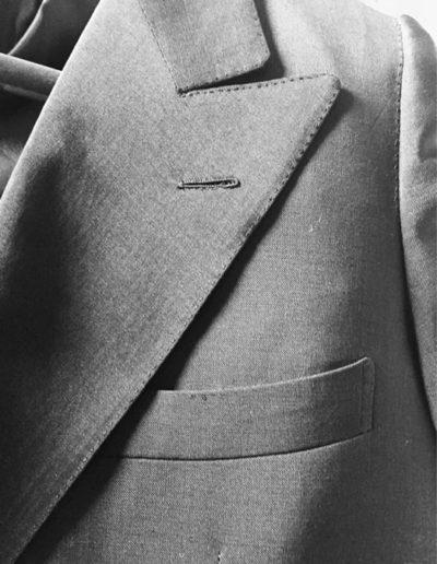 abiti-giacca-rever-grigio-dettaglio